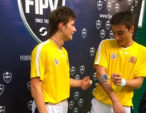 Foto FIPV: Isaac Ciaurriz y Carlos Baeza nada mas conseguir la medalla de oro.